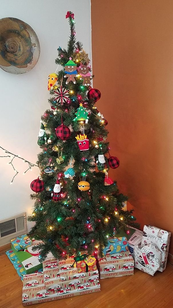 15+ Clever People Who Found A Way To Protect Their Christmas Trees ...