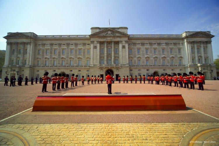 イギリス 宮殿 アメリカ人とイギリス人