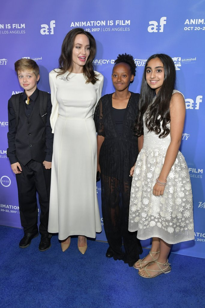 Angelina-Jolie-Her-Daughters-Red-Carpet-2017 (1)