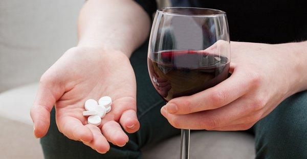 「お酒 薬」の画像検索結果
