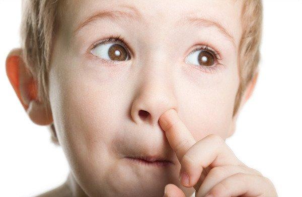 鼻くそをほじり過ぎると良くない理由5つ