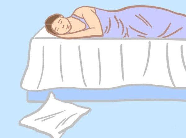 枕を床に落とすパターン