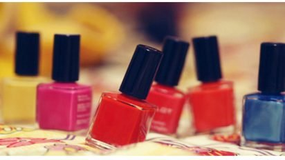 nail polish diy 412x232.jpg?resize=412,232 - Next Time You're About To Throw Away Out-Of-Style Nail Polishes, Do THIS Instead!