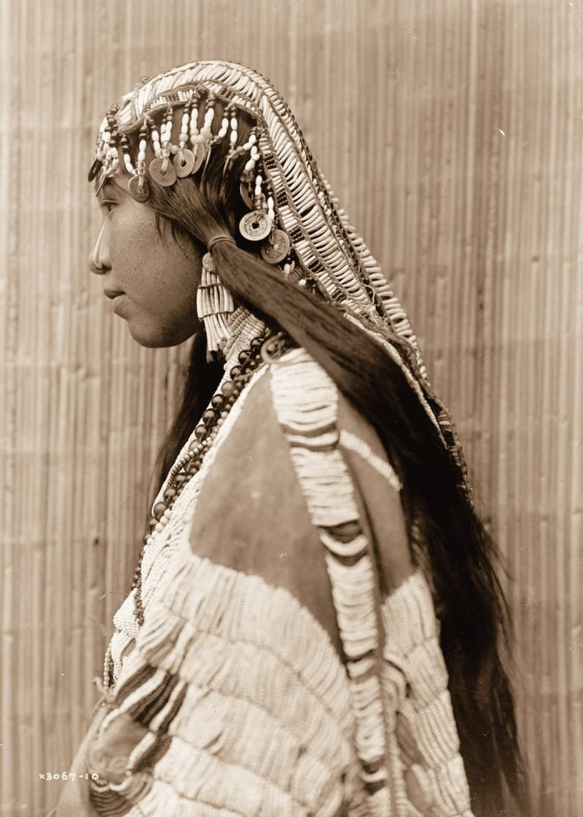 a-girl-of-the-wishran-tribe-in-1910