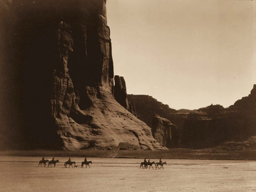 group-of-men-of-the-navajo-tribe-in-the-canyon-de-chelly-arizona-in-1904