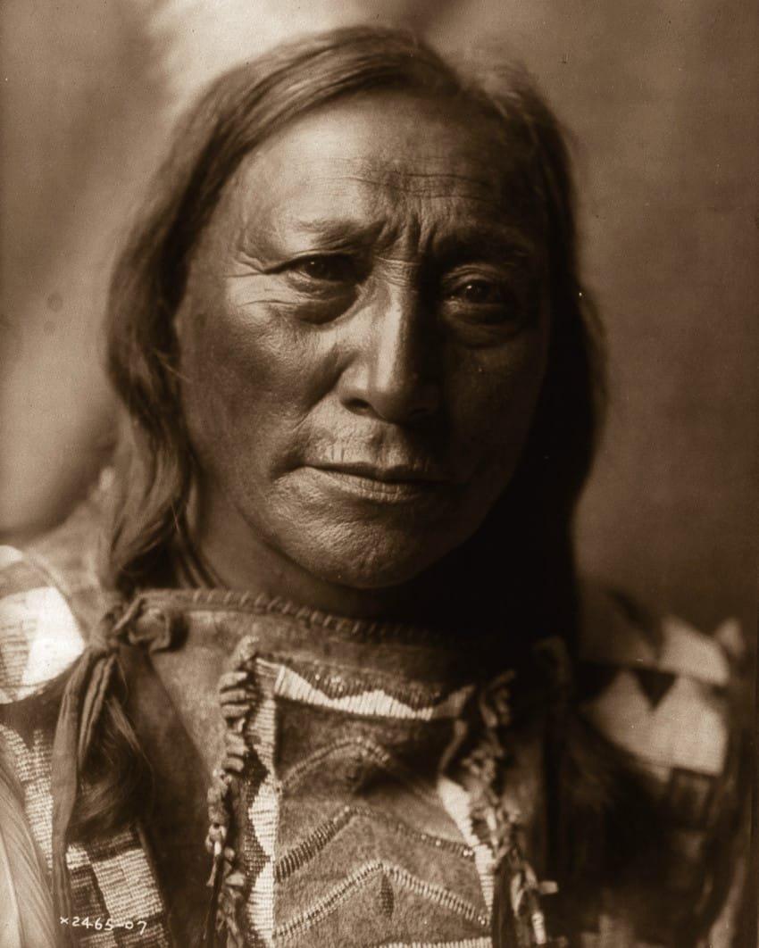 hollow-horn-bear-a-brule-man-in-1907
