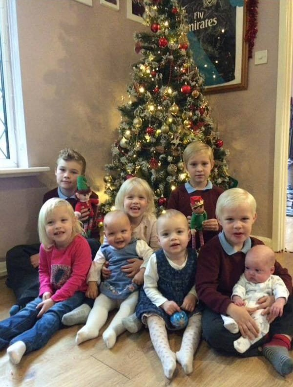 Tragic father James Green died in his sleep leaving his wife Cloe Green and his 8 children. L-R back. Leo, Megan,Levi, Oliver L-R Front. Miley, Lexie, Lacey, Elijah Picture: photo-features.co.uk Mobile: 07966 96672 email: jeremy@durkinphotoservices.com 41 Boat Dyke Rd Upton Norwich Norfolk NR13 6BL