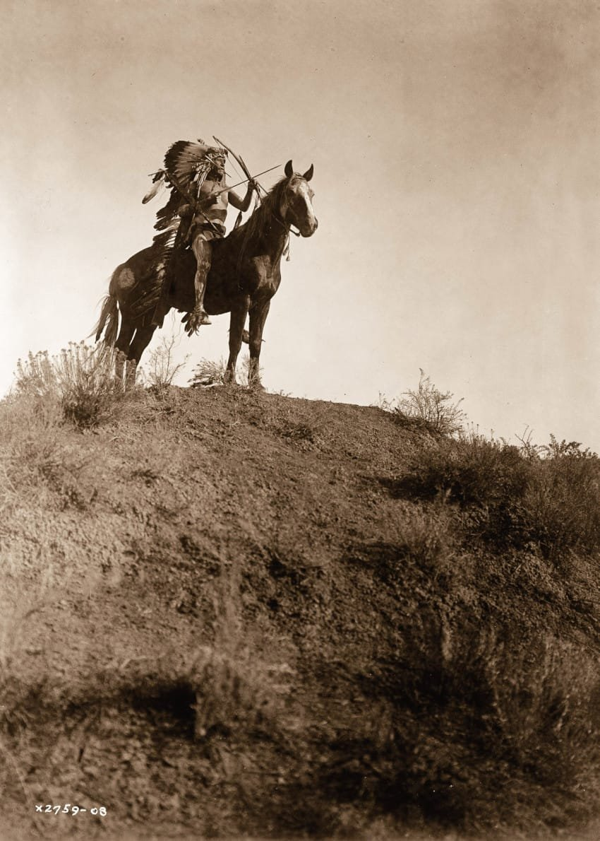 man-of-the-crow-tribe-on-horseback-in-1908