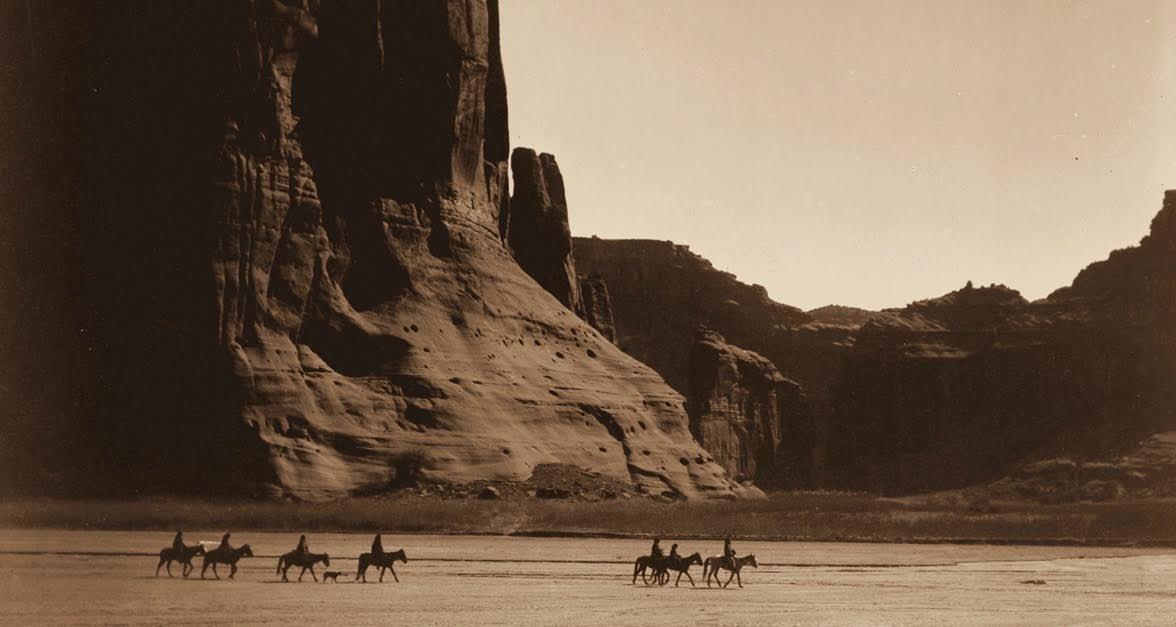 featured image.jpeg?resize=1200,630 - Man Captured Stunning Photos Of Rugged American Landscape On Camera