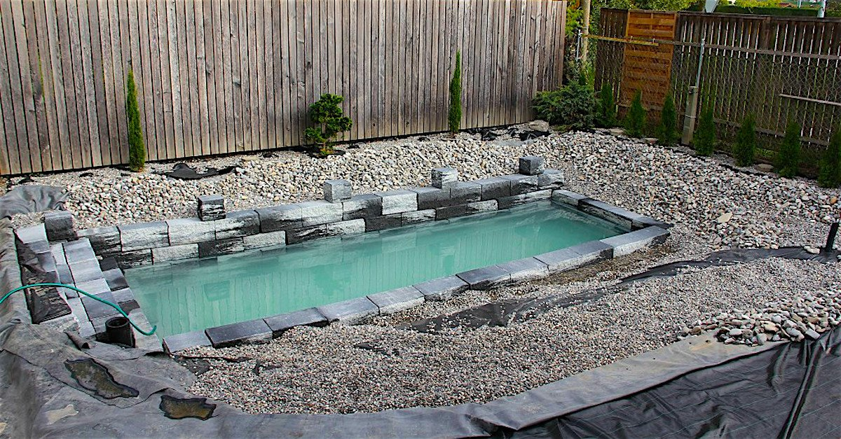 featured image.jpg?resize=412,275 - It Looked Like An Ordinary Pool But Then It Transformed To A Magical Oasis