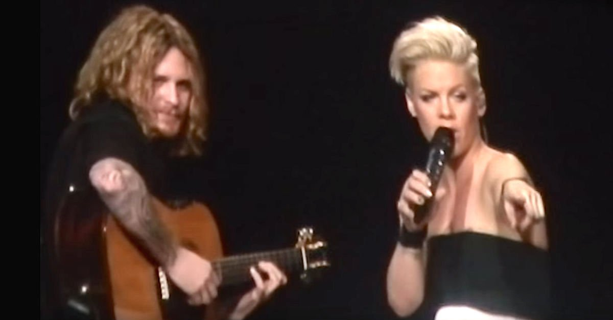 pink - Pink Stops Her Concert Mid-Song To Address Crying Little Girl