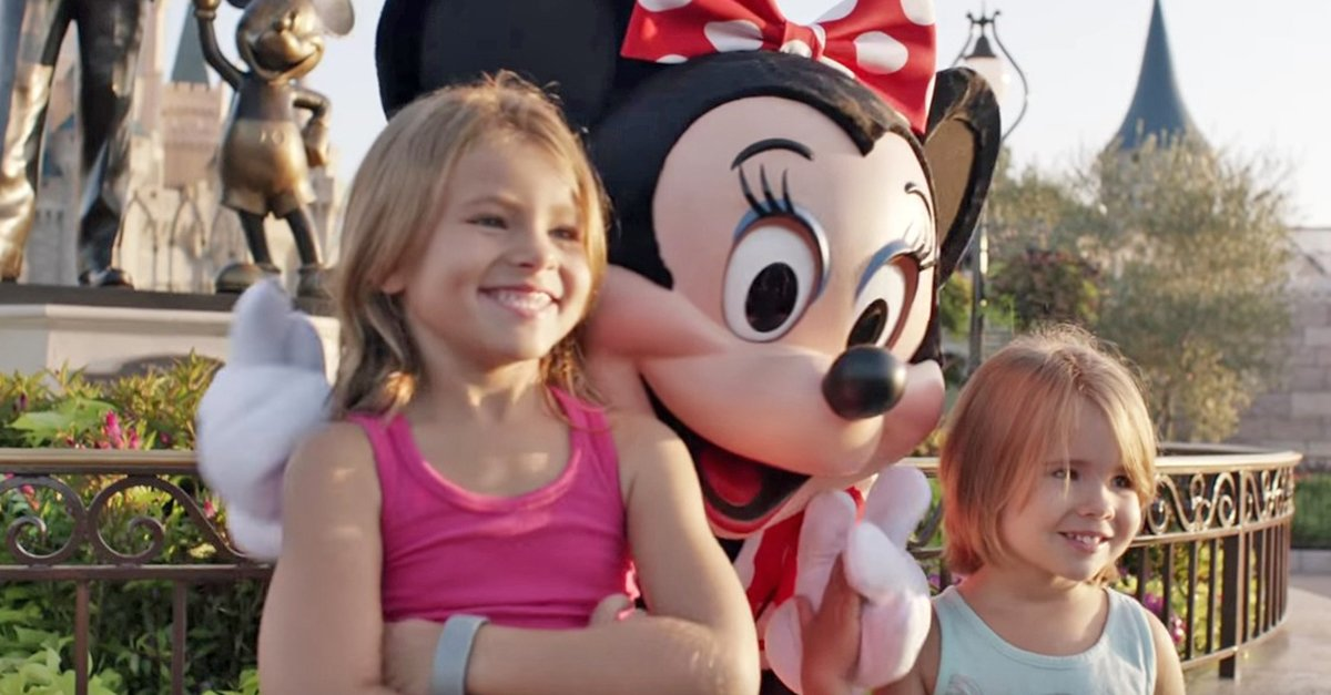 shaylee minnie.jpg?resize=412,232 - Two Little Girls Can't Believe They're Meeting Their Idol, But Keep Your Eyes On Minnie Mouse's Hands..