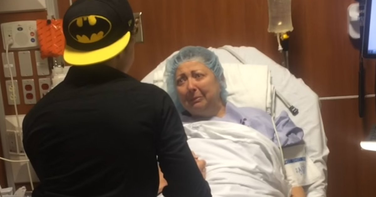 son surprise mom.jpg?resize=1200,630 - Son Flied Home To Surprise Mother Moments Before She Went Into Surgery
