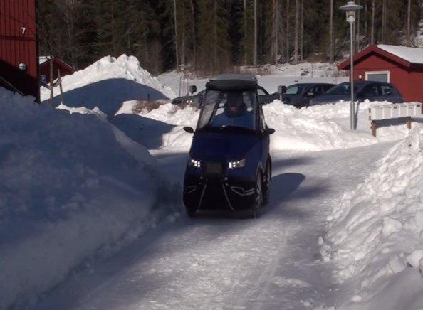 2016 12 27 오후 4.21.06 - It Looks Like The World's Smallest Car, But Watch What Happens When He Opens The Door. Unbelievable!