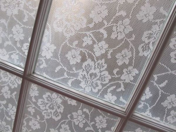 https://annabelvita.com/2013/04/18/lace-window-treatment-with-cornflour/