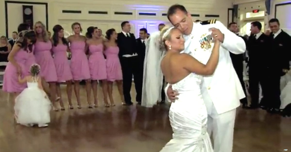 1.22.3 A - Newlywed Couple Has Amazingly Cute Surprise Dance Performance