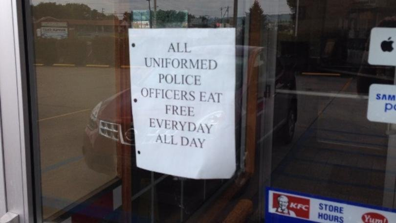 Policeeatfree2.jpg?resize=412,232 - KFC In Ohio: 'All Uniformed Police Officers Eat Free Everyday All Day'