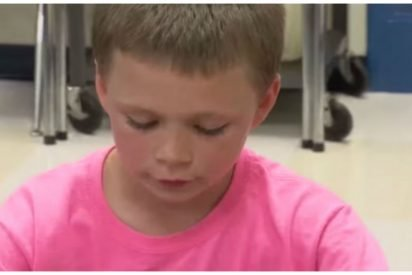 bullied pink 412x275.jpg?resize=412,275 - Boy Gets Teased For His Pink Shirt.. Later, He Texts His Mom With This Unbelievable Photo