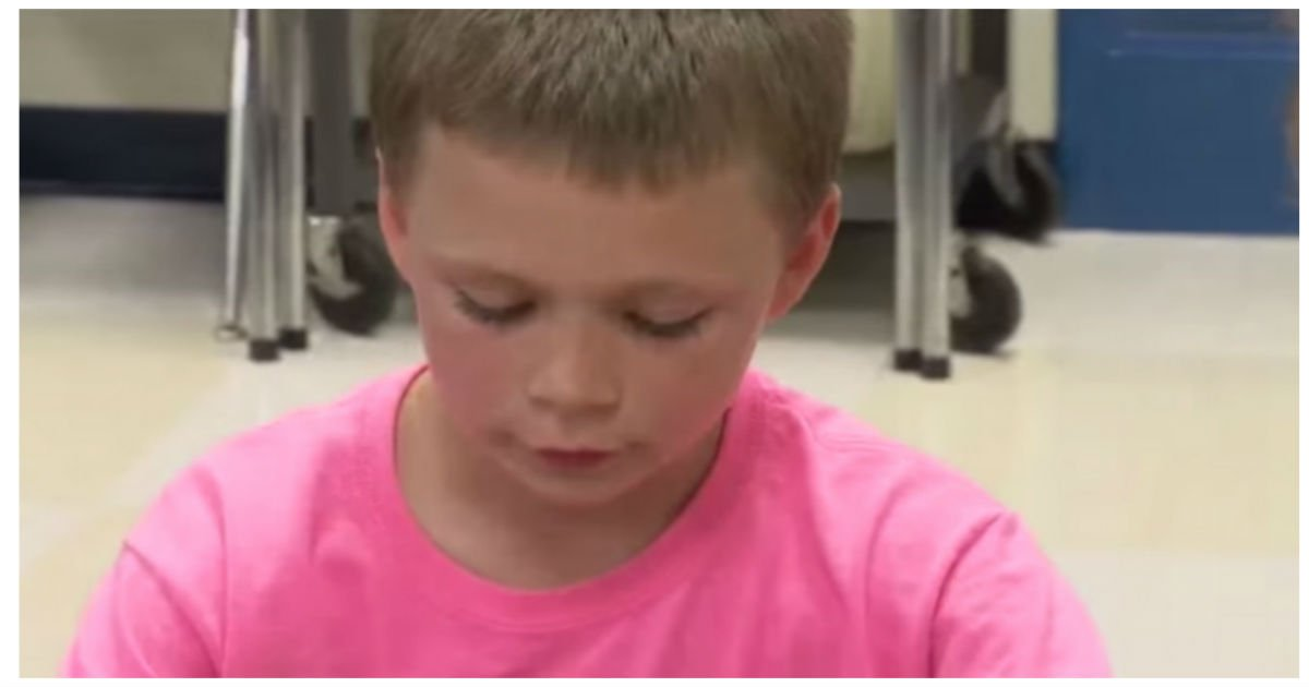 bullied pink.jpg?resize=1200,630 - Boy Gets Teased For His Pink Shirt.. Later, He Texts His Mom With This Unbelievable Photo