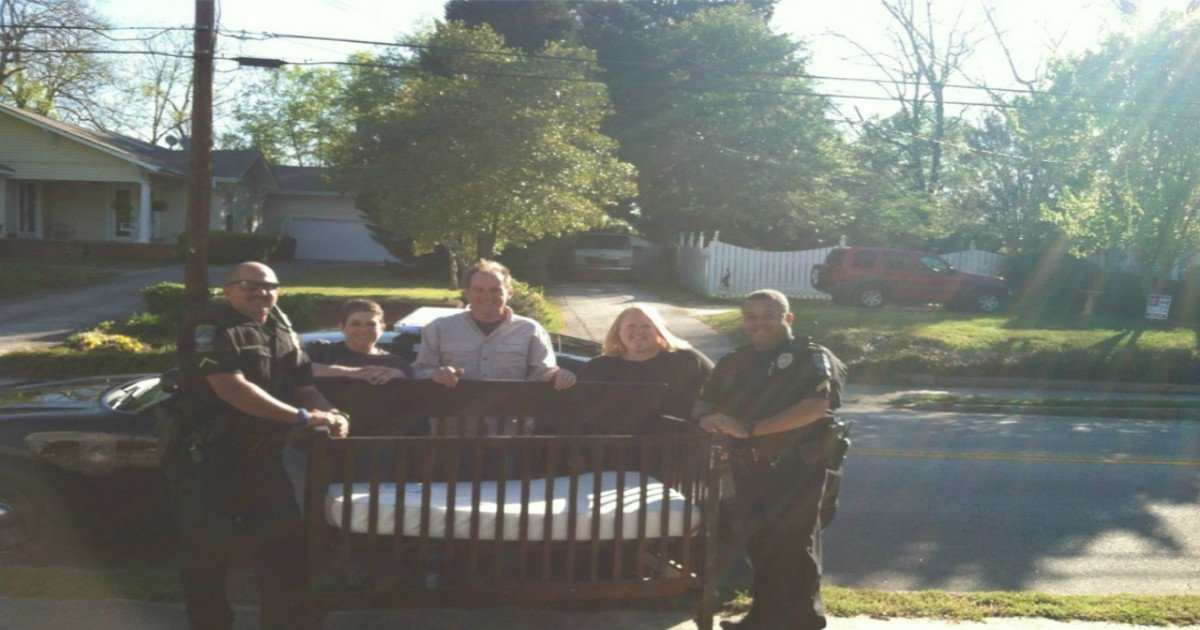 cops ask for baby crib 1.jpg?resize=1200,630 - Kind Officers Delivered New Baby Crib To Family Who Were Going Through Tough Times