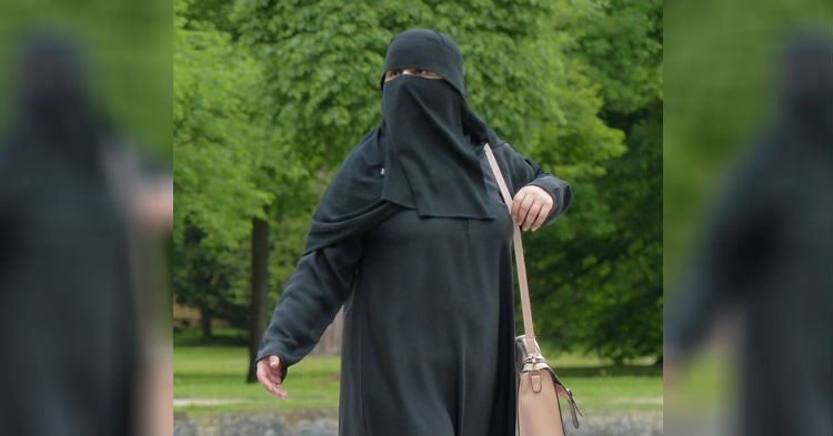 gbr - Lawmakers Want To Ban Face Veils From Public Places In Europe! Do You Support This?