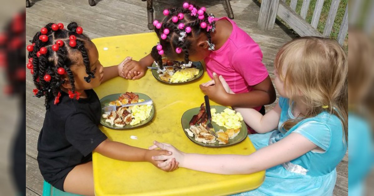 kids pray over breakfast.jpg?resize=1200,630 - Mother Proudly Shared Picture Of Her Daughters Holding Hands While Praying Before The Meal