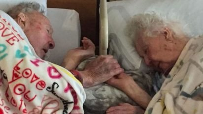 married 77years heaven together 412x232.jpg?resize=412,232 - After 77 Years Of Marriage, Loving Couple Holds Hands As They Drift Off To Heaven Together