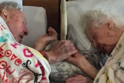 married 77years heaven together 412x275.jpg?resize=412,275 - After 77 Years Of Marriage, Loving Couple Holds Hands As They Drift Off To Heaven Together