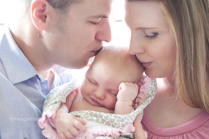 newborn-lifestyle-photographer-surrey-family-photography-baby-photos-lifestyle-baby-photos-vancouver-portrait-photography
