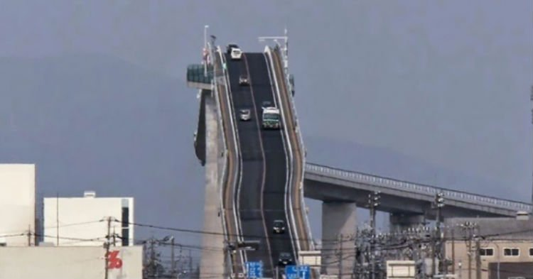 thhh.jpg?resize=412,232 - World's Scariest Bridge Looks Like A Roller Coaster That Features A Large Slope