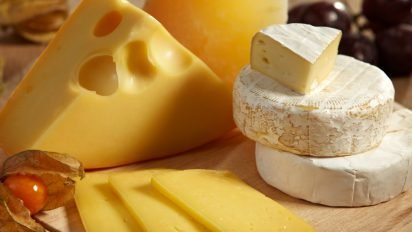 depositphotos 13165936 original 412x232.jpg?resize=412,232 - [NEWS]: Le fromage gras et le gâteau au chocolat ne font pas grossir!