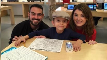 gift from apple store 412x232.jpg?resize=412,232 - Employee Surprised Boy With Tumor With A Gift After He Heard Of His Tough Story
