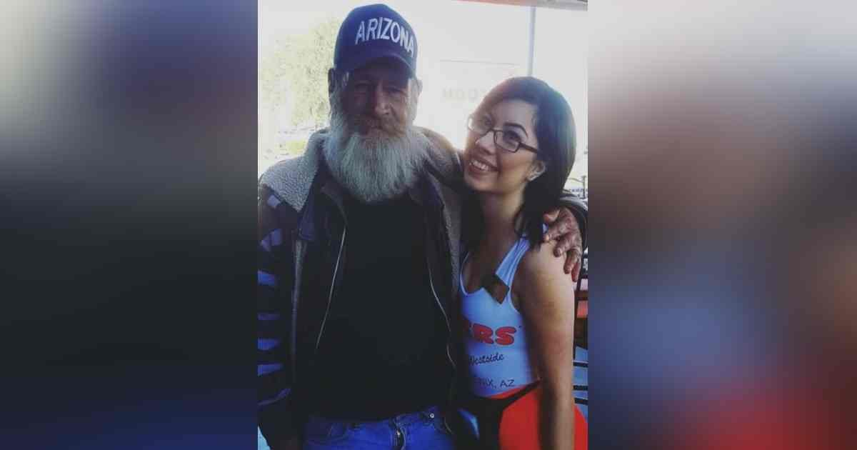 hooters waitress homeless man.jpg?resize=1200,630 - Homeless Man Gave Waitress His Necklace After She Helped Him Stand Up And Fed Him