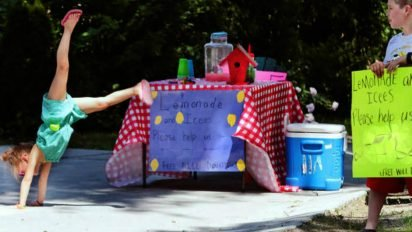 lemonade stand siblings 1 412x232.jpg?resize=412,232 - Siblings Raised $5,000 Via Lemonade Stand For The Adoption Of Their Baby Sister