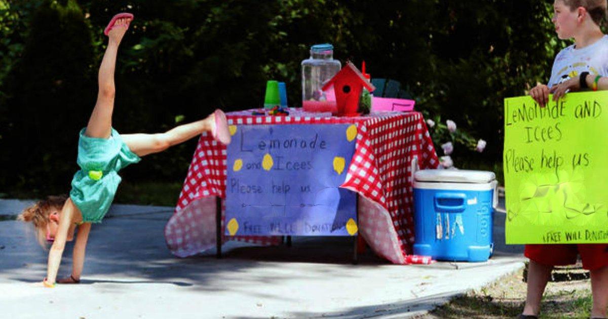 lemonade stand siblings 1.jpg?resize=1200,630 - Siblings Raised $5,000 Via Lemonade Stand For The Adoption Of Their Baby Sister