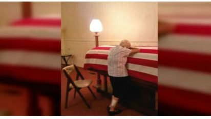 lost brother finally returns 412x232.jpg?resize=412,232 - 90-Year-Old Woman Broke Down In Tears When She Was Finally Reunited With Her Brother Who Passed Away During WWII