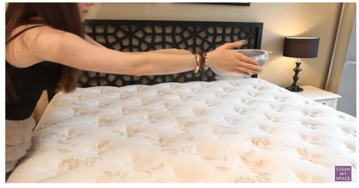 mattress baking soda cover.jpg?resize=1200,630 - Cover Your Mattress With THIS Magic Powder To Clean It Within 30 Minutes! Amazing!