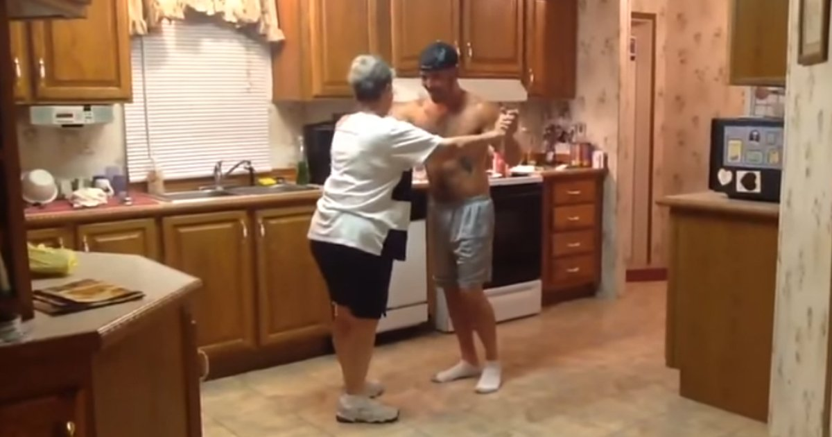 mom son dance 1.jpg?resize=1200,630 - Mom And Son Make Beautiful Stage In Their Kitchen