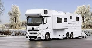telechargement 2.jpeg?resize=1200,630 - [VIDÉO] Il vaut 540 000 euros. Découvre le camping-car le plus luxueux du monde !