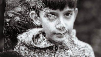 2uh05ppmr2epf8xq47wa 412x232.jpg?resize=412,232 - 自閉症の息子が見る「世界」を写真に収めた母