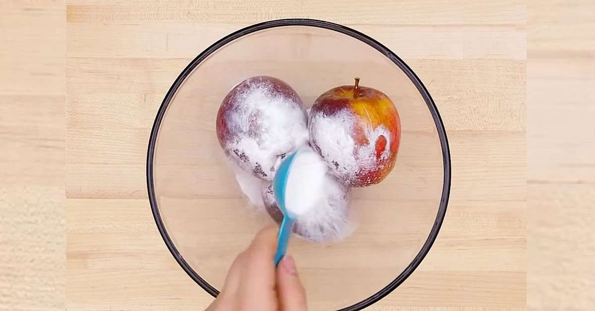 apple1.jpg?resize=1200,630 - Wax-Covered Apples Are Not Good For Your Health - Here's How To Wash Them Using Baking Soda