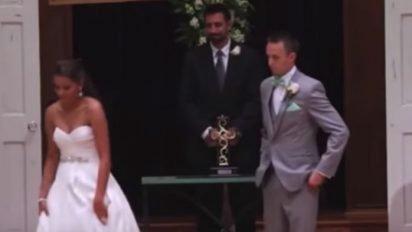 brde 412x232.jpg?resize=412,232 - Loving Bride Walked Away From Groom to Recite Wedding Vows in ASL