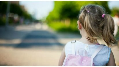 little girl police cover 412x232.jpg?resize=412,232 - Cop Sees 2-Year-Old Walking Alone.. What She Says Makes Him Realize The Terrible Truth!
