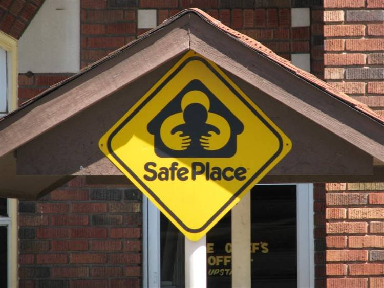 A Safe Haven sign. Image via WayMarking