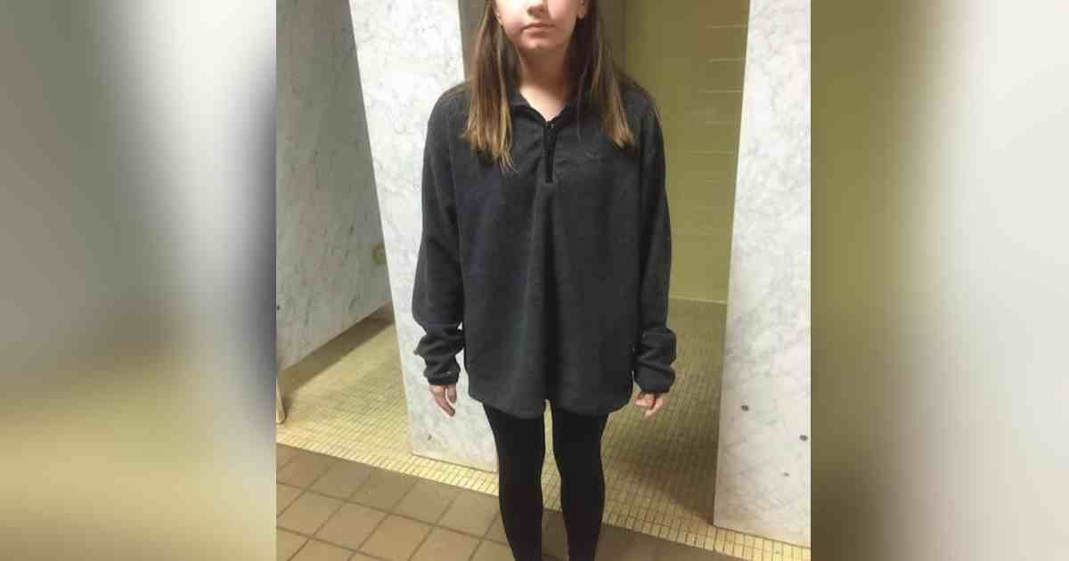 student banned leggings.jpg?resize=1200,630 - Mother Outraged After Daughter Got Kicked Out Of School For Wearing Leggings