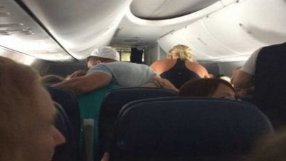 tim tebow prayer 412x232.jpg?resize=412,232 - Passenger Had Heart Problems Mid-Flight, A Famous Athlete Came Over And Helped!