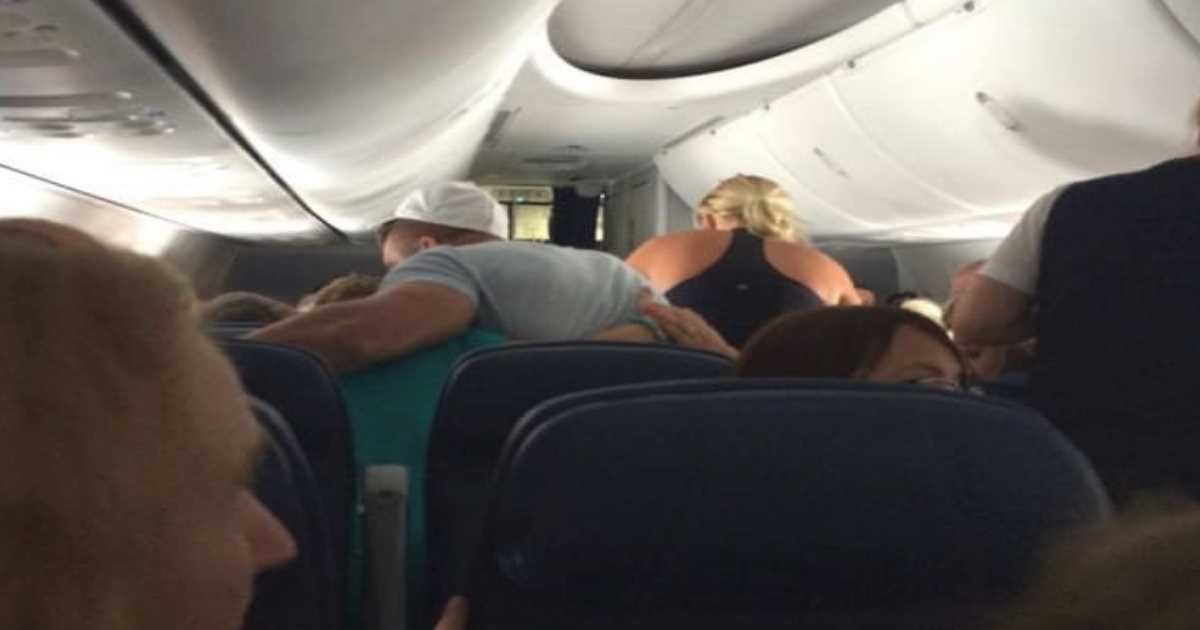 tim tebow prayer.jpg?resize=1200,630 - Passenger Had Heart Problems Mid-Flight, A Famous Athlete Came Over And Helped!