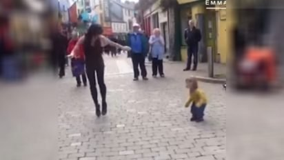 toddler dancing duo 412x232.jpg?resize=412,232 - Video: Little Toddler Joined Street Performer In Tap Dancing
