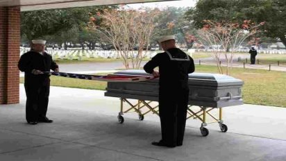 veteran casket teenagers 412x232.jpg?resize=412,232 - Group Of Teenagers Carried The Casket Of Late Veteran Because No One Attended His Funeral