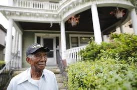 veteran gets house back 2 - 90-Year-Old Veteran Was Evicted From His Own House. Then, He Couldn't Believe What Neighbors Did!